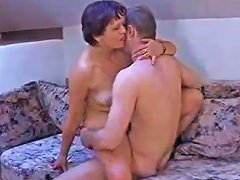 Short Hair Amateur Cougar Seduce Young Guy Porn Videos