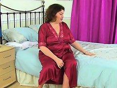 British Milf Vintage Fox Lets Us Enjoy Her Generous Body Nuvid