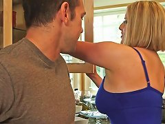 Voluptuous Blonde Mom Maggie Green Gives Titjob Hd Porn 02